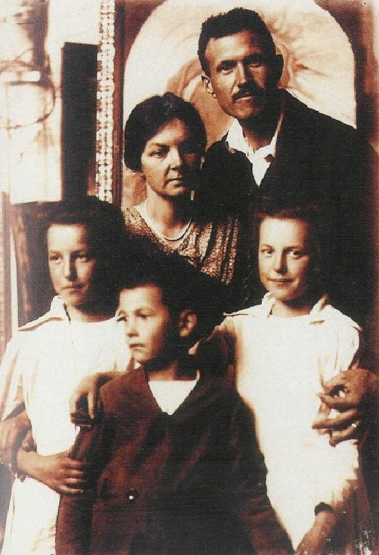 Hungarian architect and sculptor Jeno Bory (9 November 1879, Szekesfehervar - 20 December 1959, Szekesfehervar) with his wife and children