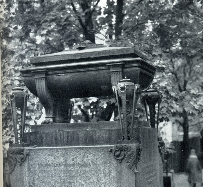 F. P. Tolstoy. Tombstone of the Kusovs. 1822. Granite, bronze, cast iron