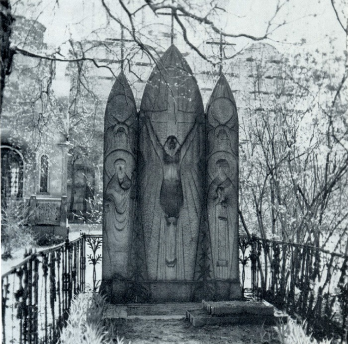 KF Kracht. Gravestone Buryshkin. 1912-1916. Granite. Moscow, The Old Necropolis of the Novodevichy Monastery