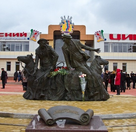 Kursk circus. Monument to famous Russian clowns Yuri Nikulin and Mikhail Shuidin