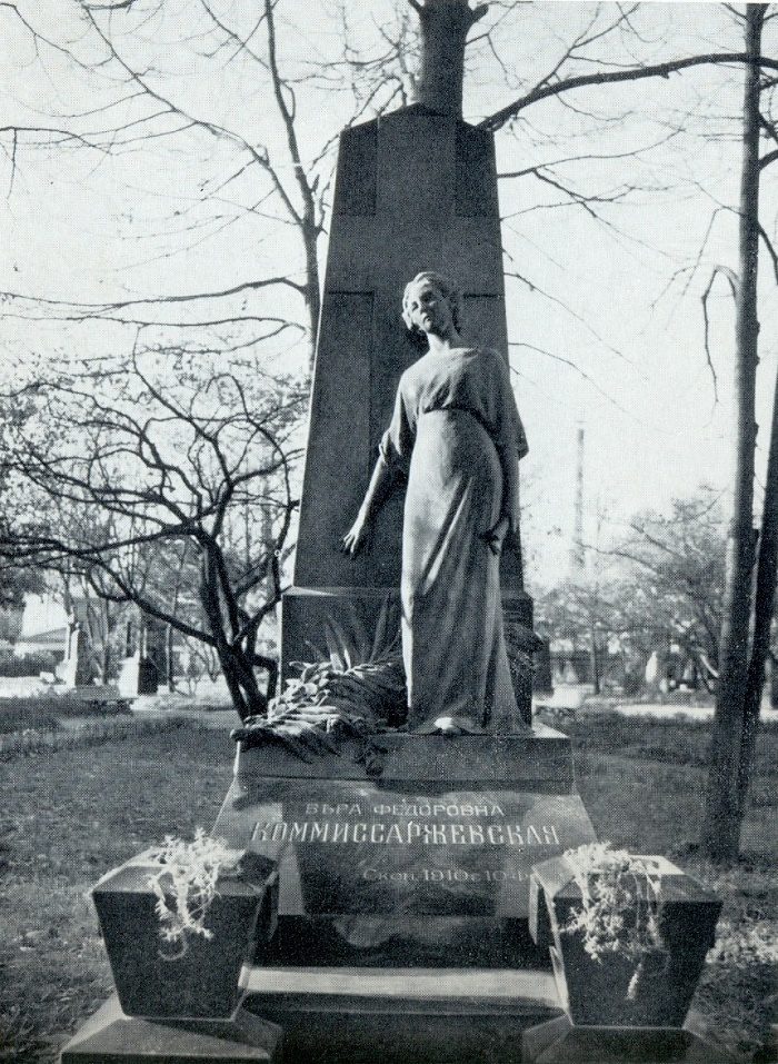M. L. Dillon. The tomb of VF Komissarzhevskaya. 1915. Bronze, labradorite. Necropolis of masters of arts. St. Petersburg