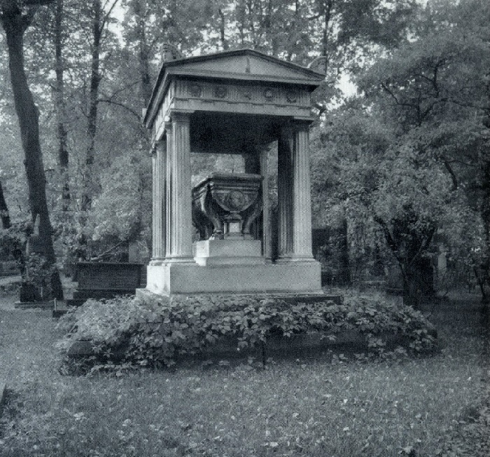 The tomb of AI Kosikovsky. (a portrait of the work of AI Terebenev). 1840, Marble. Necropolis of masters of arts. St. Petersburg