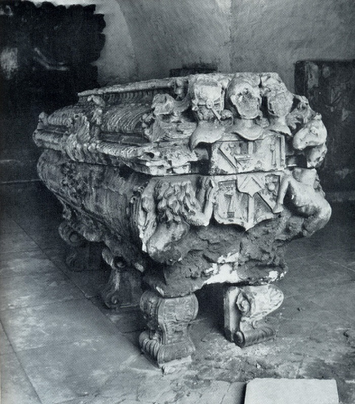 The tomb of AR Bruce 1760s. White stone. Moscow, Necropolis of Donskoy monastery. Unknown wizard