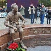 Work by sculptor Igor Chumakov. Monument to Yuri Nikulin in Demidov of the Smolensk region. October 2011