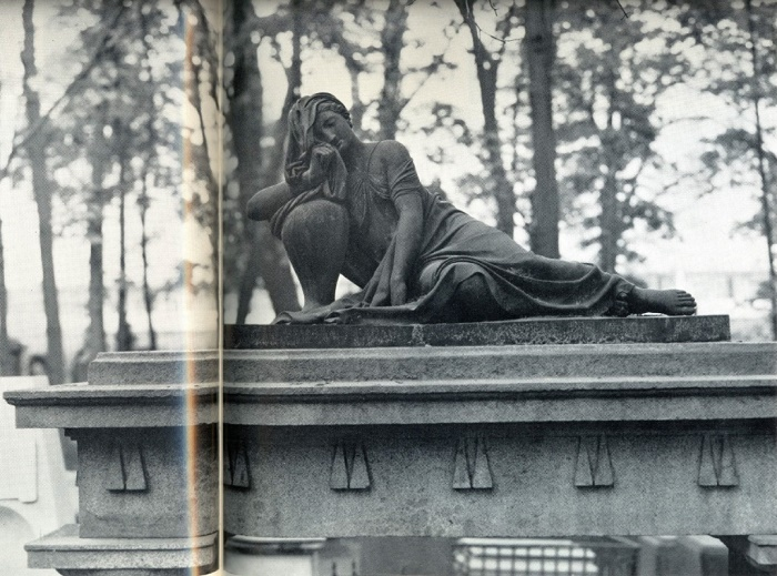 A. N. Voronikhin. The tomb of PA Talyzin. 1803. Granite, bronze. Fragment