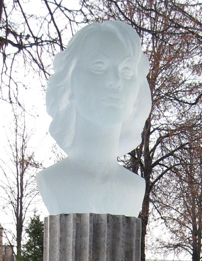 Crystal grave monument