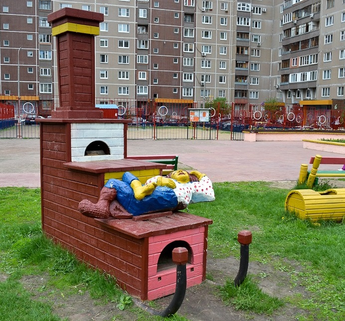 Funnhy sculpture in one of the Moscow yards