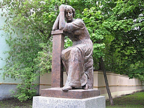 Monument opposite the house-museum of the poetess, the house from which she left for emigration. Tsvetaeva is sitting and looking thoughtfully at the Moscow street