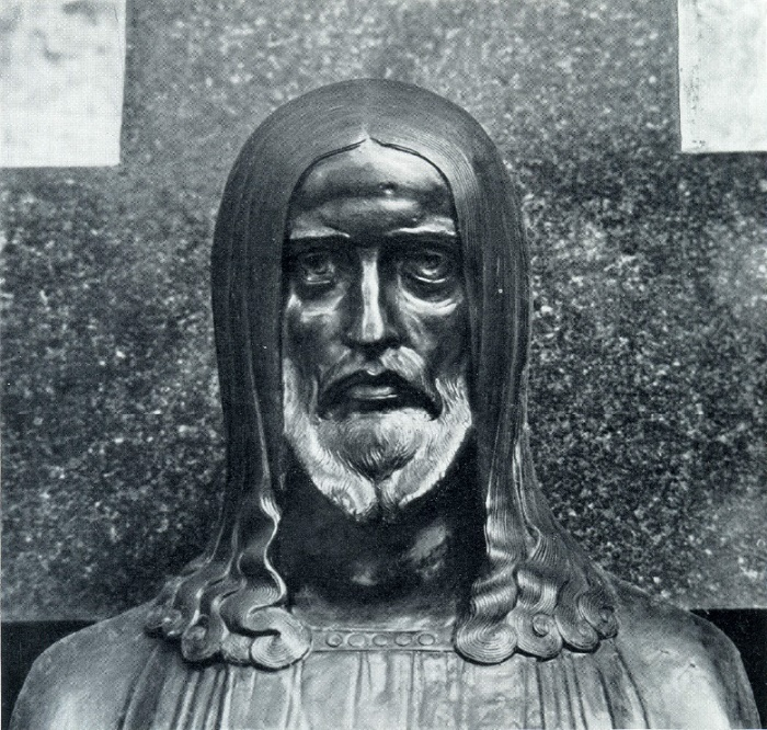 NA Andreev. The tomb of KA Yasyuninsky. 1908. Granite, bronze. Moscow, Necropolis of the Donskoi Monastery. Fragment