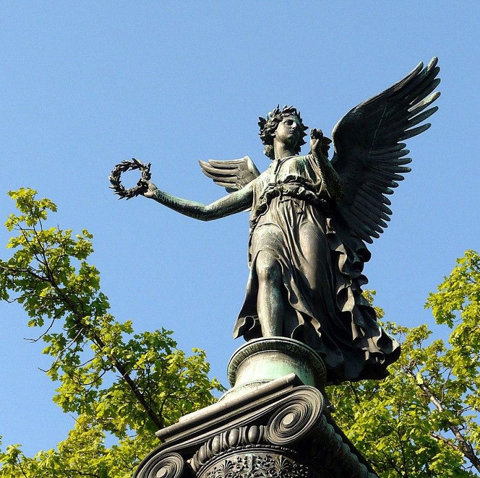 The goddess of victory Nika (Konnogvardeisky boulevard)