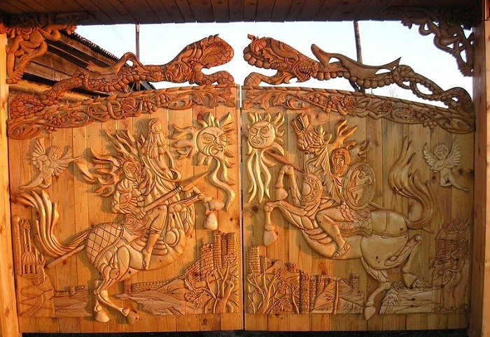 The motif of the mythological bird Sirin is often present in the architectural Russian carving on wood