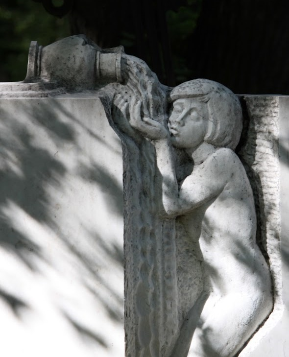 Thirst. Fragment of the tombstone to Vsevolod Rozhdestvensky. Sculptor A.V. Semchenko, architect O.N. Bashinsky, ZB Tomashevskaya. 1986