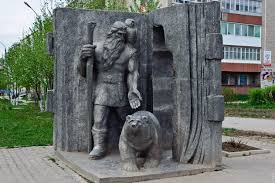 According to belief, Kudym-Osh was the founder of the city of Kudymkar. Here, in the center of the city there is a monument to Kudym-Osh, who was the son of a mighty witch and a bear (Osh is a bear)