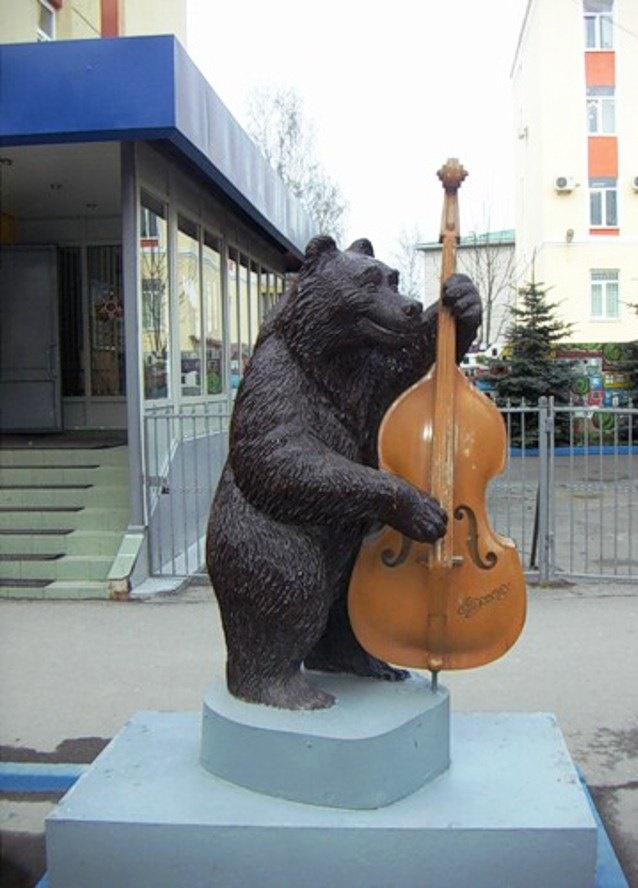 Bear with a double bass in Veliky Novgorod