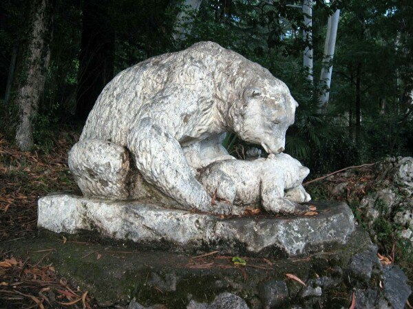 Gagra, monument to mother bear and her cubs