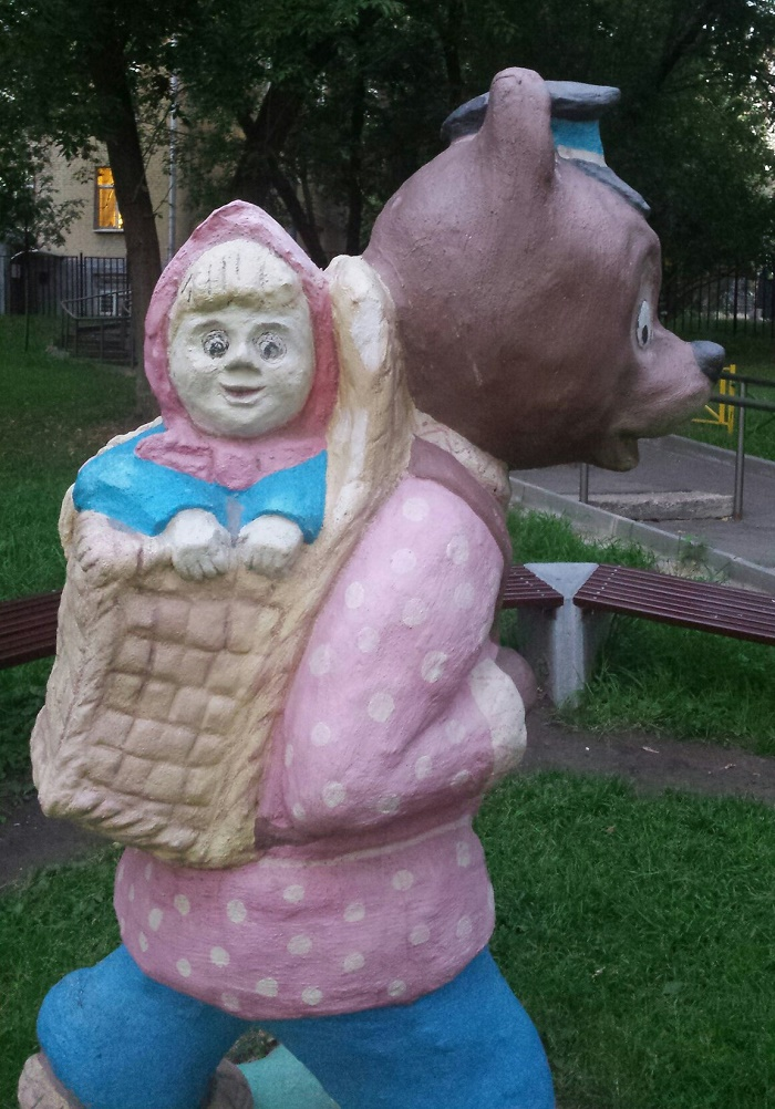 Moscow, sculpture of Masha and bear