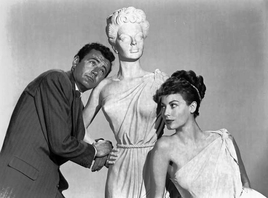 Robert Walker, Joseph Nicolosi's statue of Venus, and Ava Gardner in a publicity photo for 'One Touch of Venus' (William Seiter, 1948)