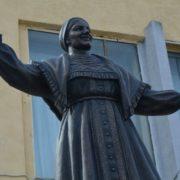 Fragment of Lidiya Ruslanova monument in Saratov