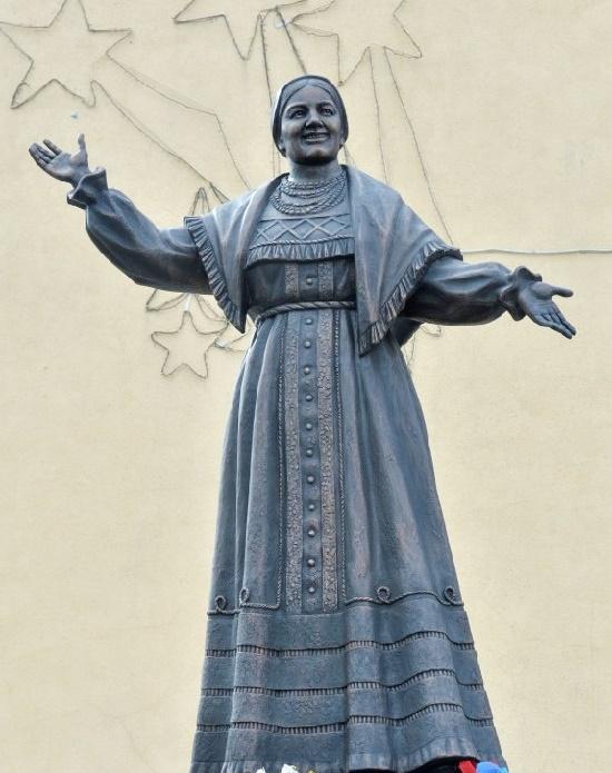 Russian singer Lidiya Ruslanova monument