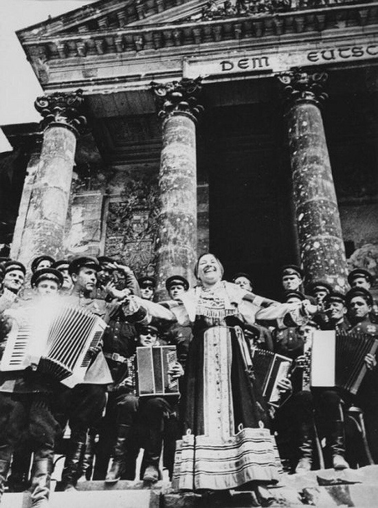 Russian singer Lydia Ruslanova performs Katyusha on the steps of the Reichstag, May 1945