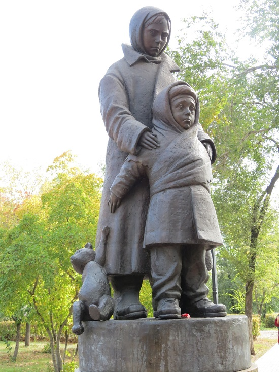Guskov Park, the monument built on public donations. The author of the sculptural composition - Natalya Brovko, the main artist of Orenburg. Children of War monument