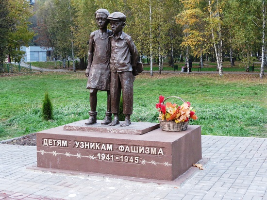 The monument in the central park of the town of Lobnya near Moscow. Work by Dmitry Yarmin