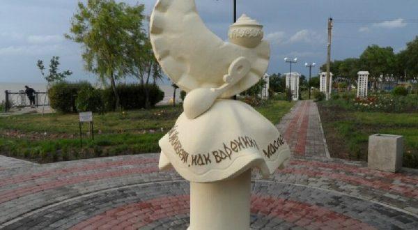 Monument to dumplings in Yeisk